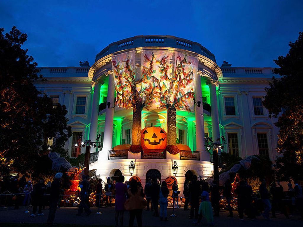 halloween biely dom